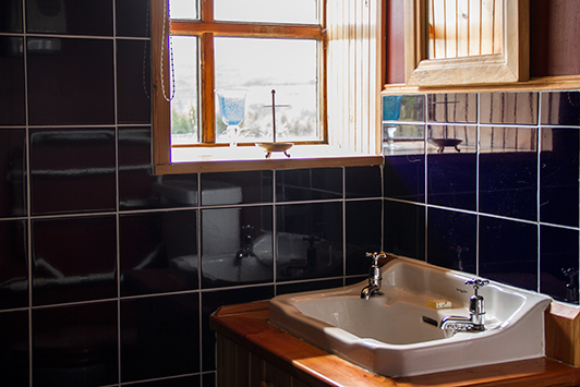 Edinbane - The Merman, self catering cottage with walk-in shower